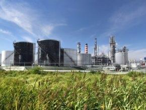 Bơm định lượng hóa chất cho nhà máy lọc dầu